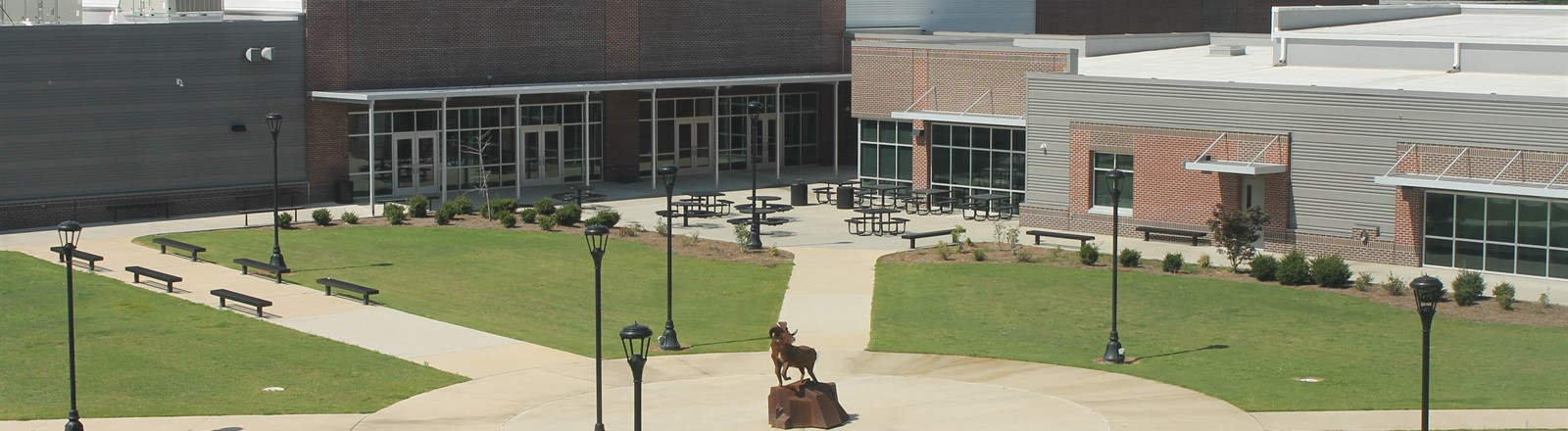 Photo of the courtyard at Worth County High School.